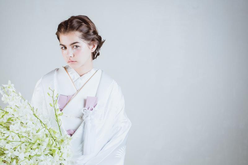 白無垢×ブーケ:着物に合わせた白のブーケでボリュームがありながらも軽やかに