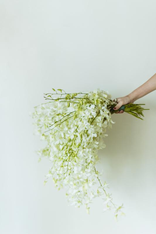 白無垢×ブーケ:白のお花で重たくなりすぎない