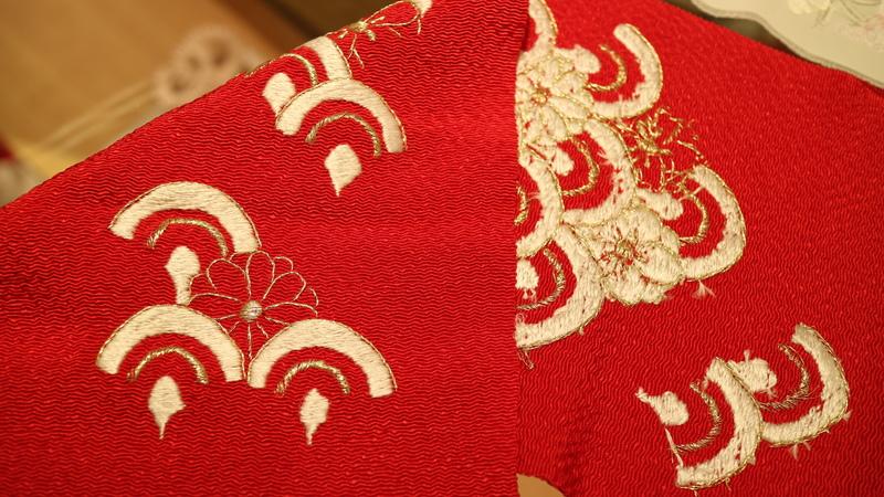 手刺繍の半襟(裏と表)