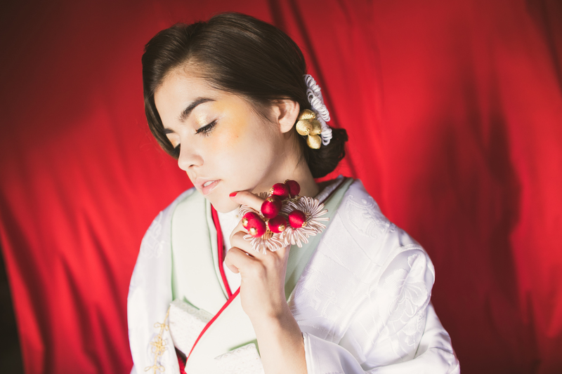 橋本環奈ちゃんがつけたのは、『フラット飾りと南天の実』の赤の方です