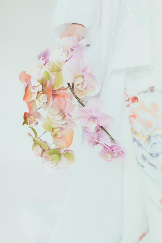 白無垢にCUCURUオリジナルの『染めの花』ブーケで春らしさ溢れるトータルコーディネートに。