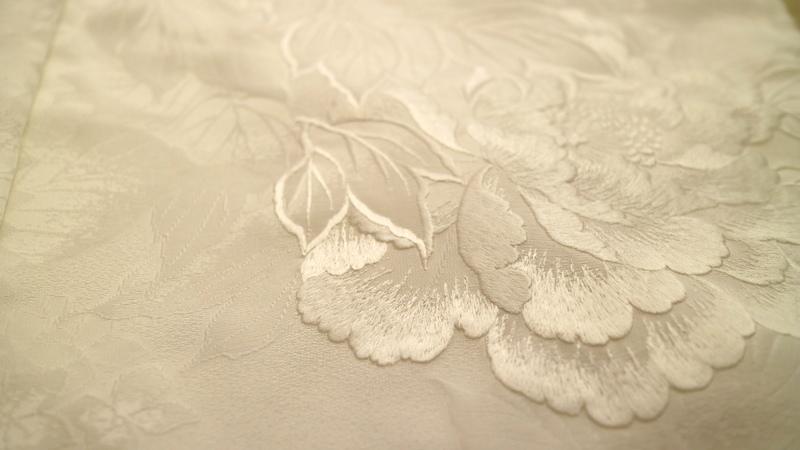 花嫁着物の反物。仮絵羽を終えた白無垢です。