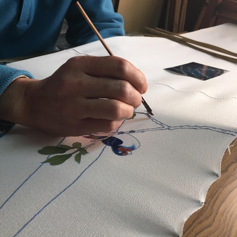 手描き友禅:絵付けの様子