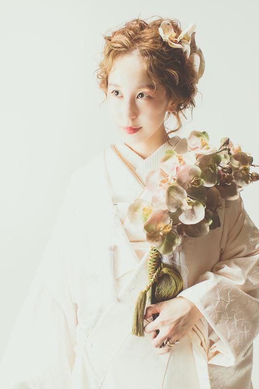 白無垢と色打掛でスタジオ撮影をされた、後撮り花嫁さまのご紹介です(挙式:ドレス・色打掛、後撮り:白無垢・色打掛)