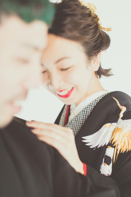 ご結婚済のお二人の撮影。ご年齢やジェンダー、国籍、パートナーシップの形など、多様な形の絆を結ぶお客さまのお手伝いもさせていただきます。