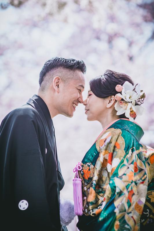 色打掛でロケーション撮影をされたCUCURUの和装花嫁さまをご紹介いたします。
