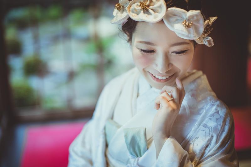 白無垢でロケーション撮影をされたCUCURUの和装花嫁さまをご紹介いたします(白無垢)