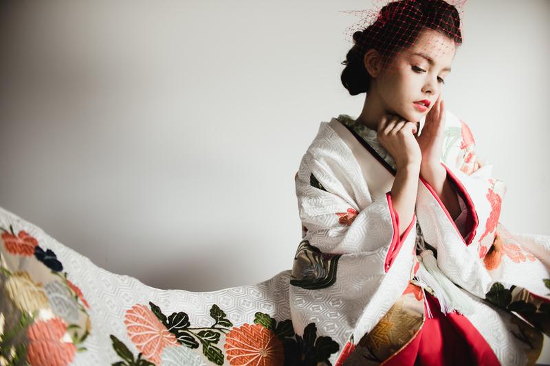 花丸紋。花嫁着物の伝統紋様。白地の色打掛