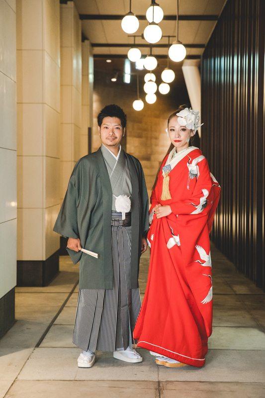 赤の色打掛とモスグリーンの色紋付:アンダーズ東京でお式をされた先輩花嫁さまをご紹介。