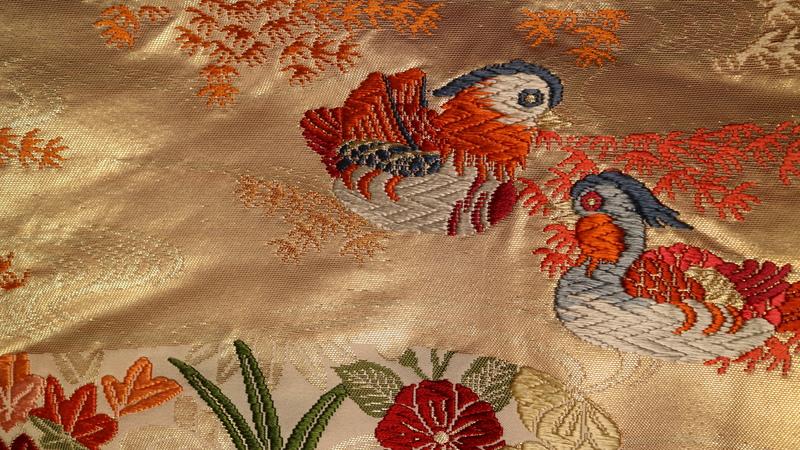 織りの鴛鴦。色合いがとても可愛らしいのが特徴