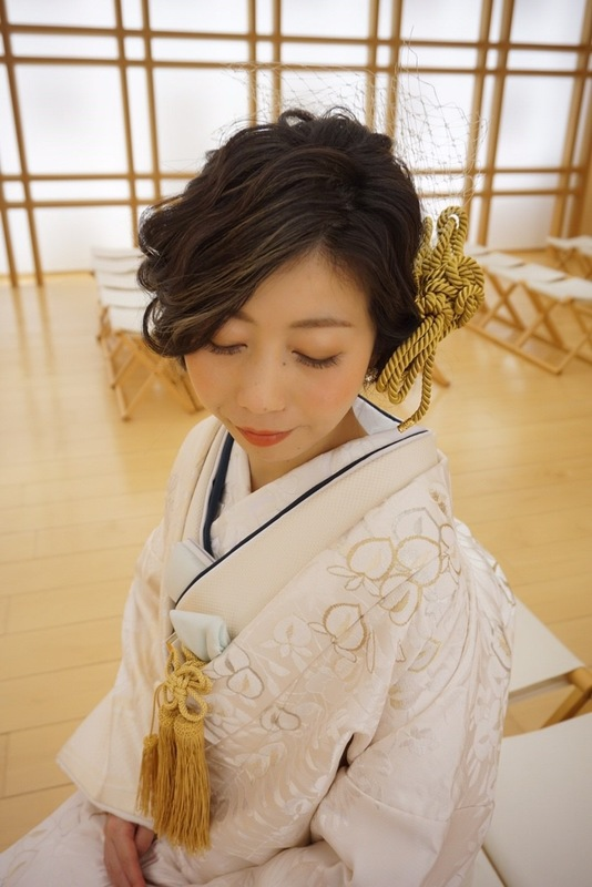 CUCURUの白無垢でグランドハイアット東京でのお式をされた先輩花嫁さま。白無垢に上品な水色と紺色の組み合わせです。
