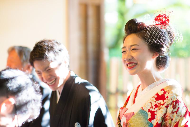 CUCURUの色打掛でお式をされた和装花嫁さまをご紹介:色打掛の赤い色味がとってもお似合いですね