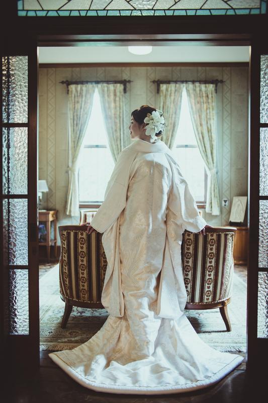 白無垢で前撮りをされた和装花嫁さまをご紹介:白無垢の上品な後ろ姿