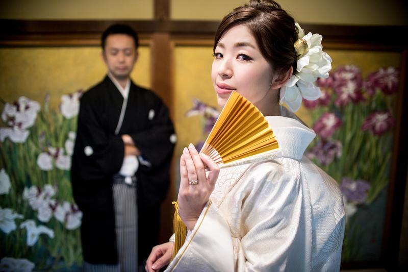白無垢で前撮りされた和装花嫁さま