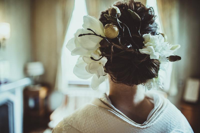 白無垢で前撮りをされた和装花嫁さまをご紹介:白無垢にアートフラワーの可愛らしいヘアアレンジで