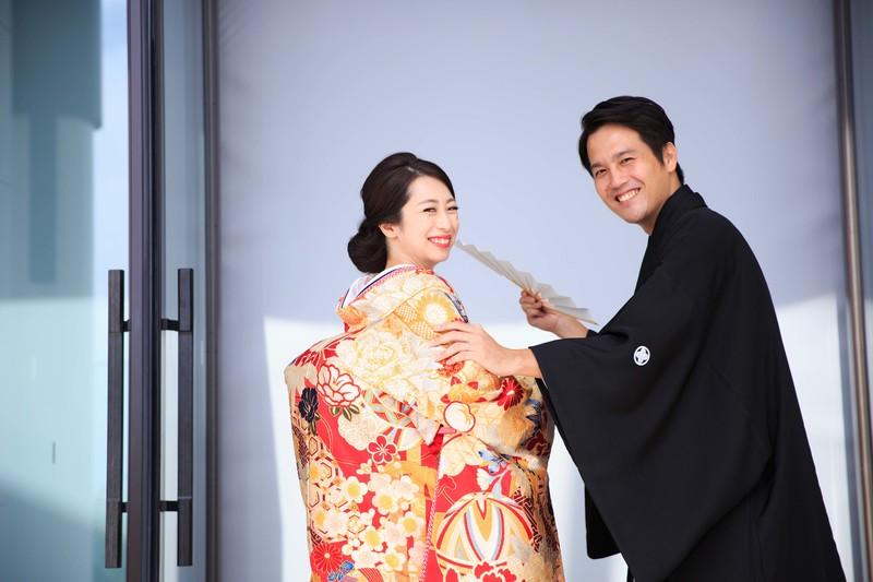 アンダーズ東京で結婚式をされた和装花嫁さまをご紹介いたします(色打掛):色打掛で可愛らしい後ろ姿