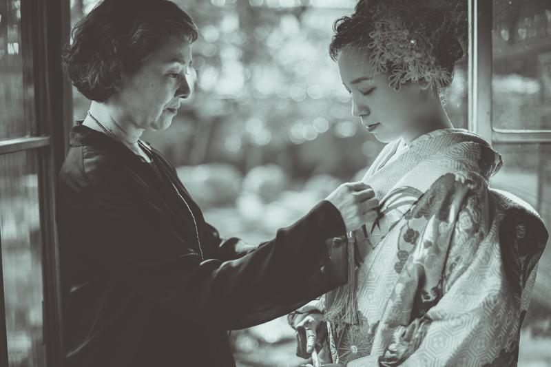 ロケーションフォトプランで撮影された和装花嫁さまをご紹介いたします(色打掛):花嫁さまとお母様
