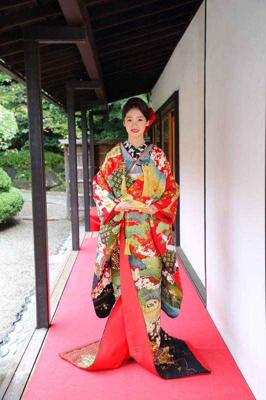 色打掛を着て八芳園でお式をされた先輩花嫁さま