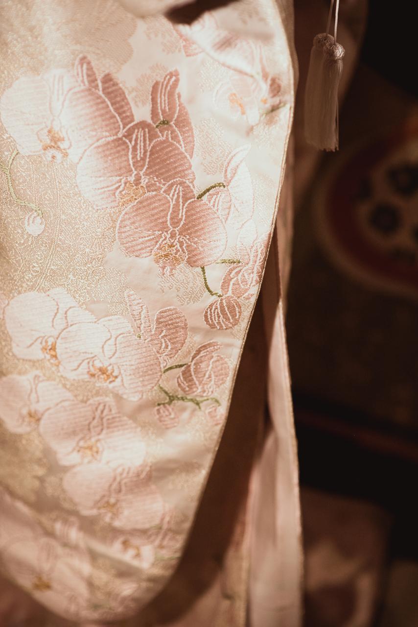 透し模様に唐織胡蝶蘭