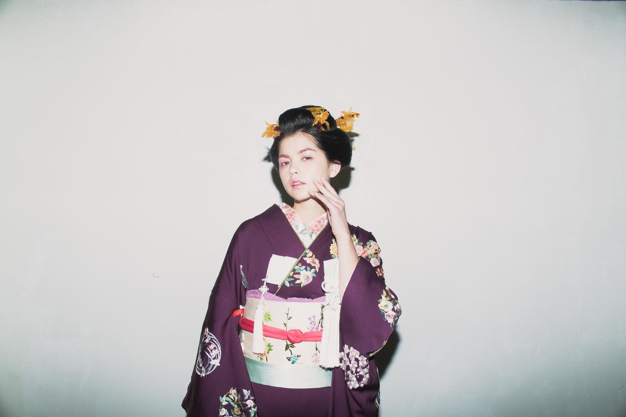 紫手刺繍花丸紋